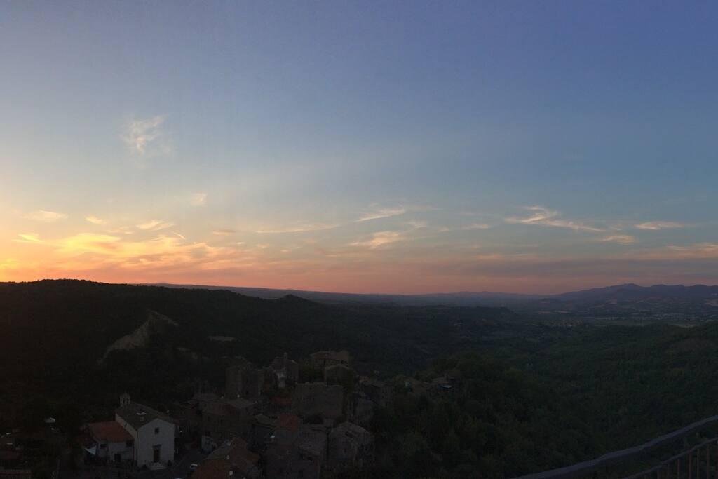 Sunset from the house - Coucher du soleil vu depuis la maison.
