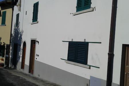 Appartamento indipendente - Fornello - Ház