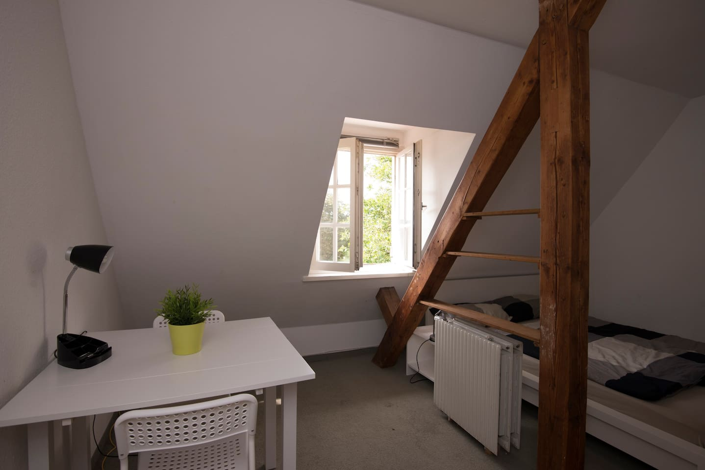 206 - double bed and single bed (can be removed if only 1-2 persons) and a  great view to the south