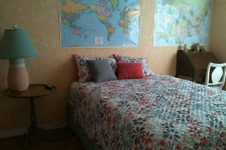 Private room near Manatees - Beverly Hills