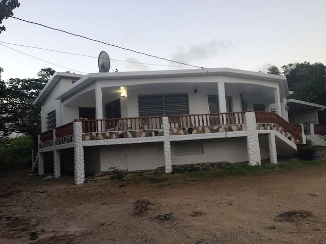 Perfect Location - Meads Bay - AI - House