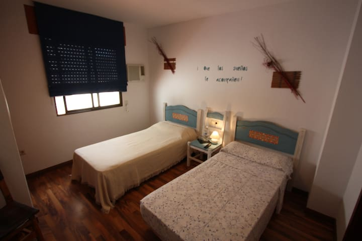 Hostal La Mar - Twin Room