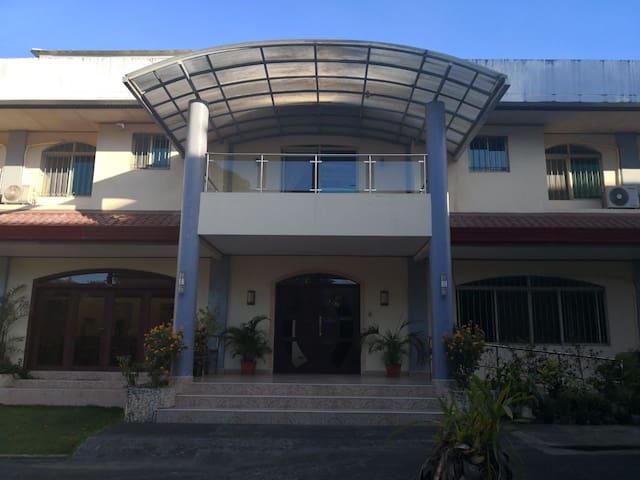 Bed & breakfast Talamban, Cebu (Ancelle Cristo Re)
