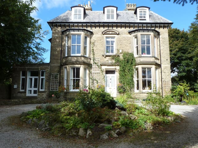 Elegant apartment in Grade II listed building - Buxton - Apartment
