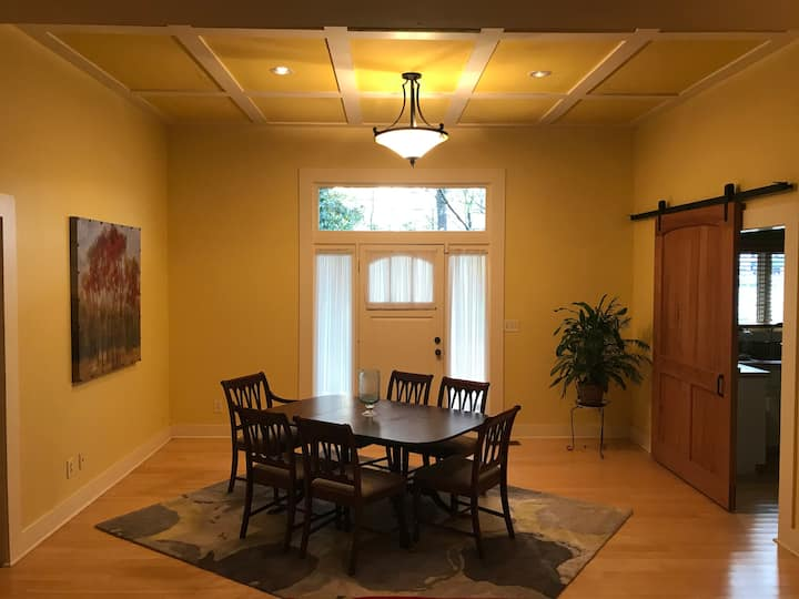 Spacious!! Comfy!! Southern Arts and Crafts Home
