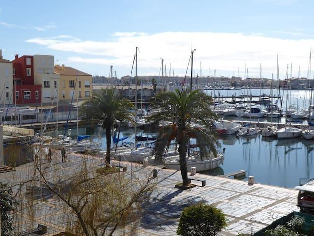 Studio moderne avec belle vue sur le port du Cap d'Agde