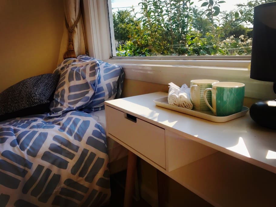 Sunshine bedroom close to city houses for rent in for Bedroom furniture christchurch