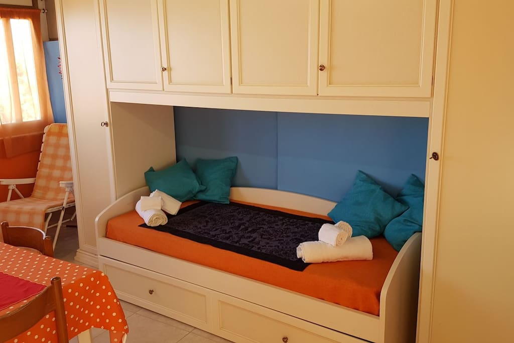 Armadio a ponte con divano letto e secondo letto estraibile a cassetto