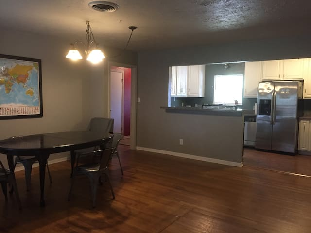 4 BR house for short/long. Near TAMU, Blinn, etc.