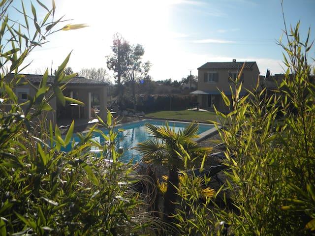 Superbe villa en Luberon piscine chauffée et SPA - Saint-Saturnin-lès-Apt - Villa