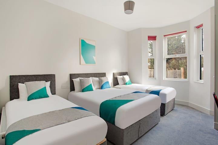 Ensuite Quad room - Civic Hotel