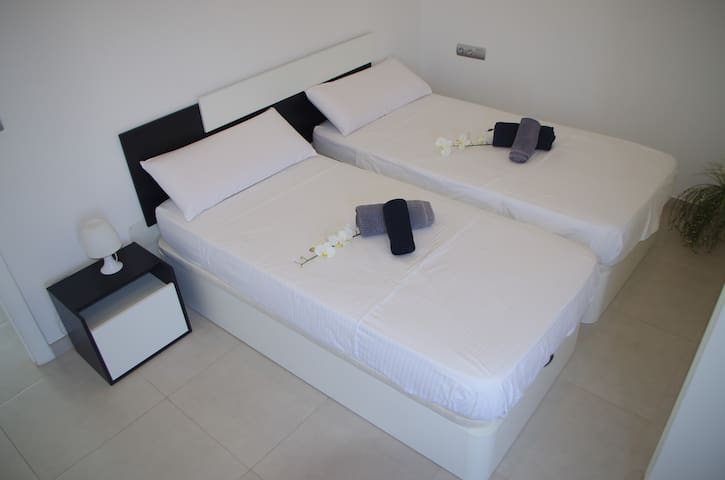 Twin / Triple Room in shared Flat Figueretas Ibiza - Eivissa - Loft