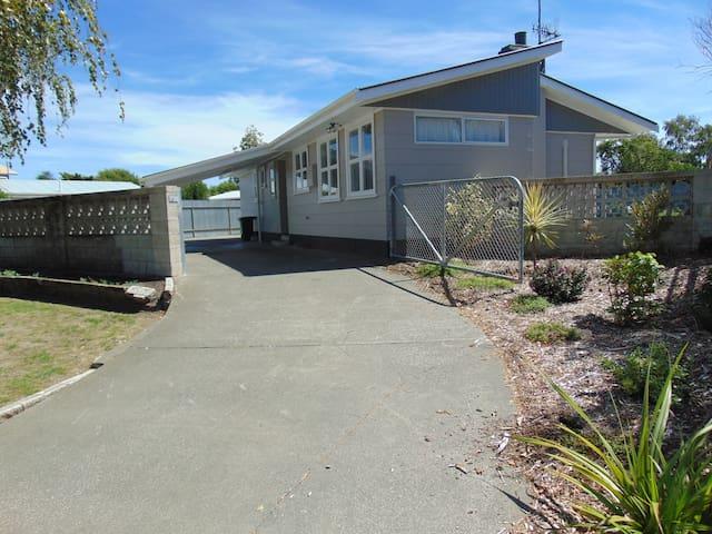 Comfy home close to park - Hastings - บ้าน