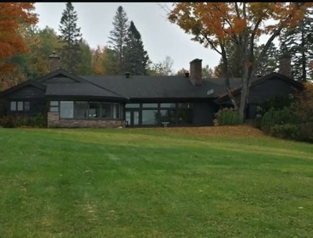 Spacious country house in the Laurentides - Saint-Sauveur - Holiday home