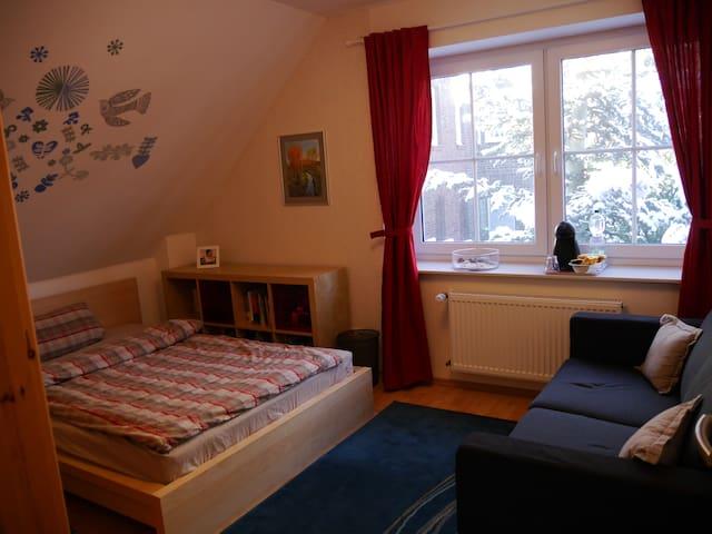 Gästezimmer und Bad in Messenähe - Laatzen - Casa