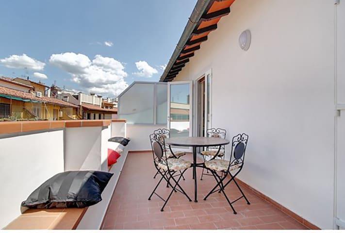 Pontevecchio apartment with balcony - Firenze - Appartamento