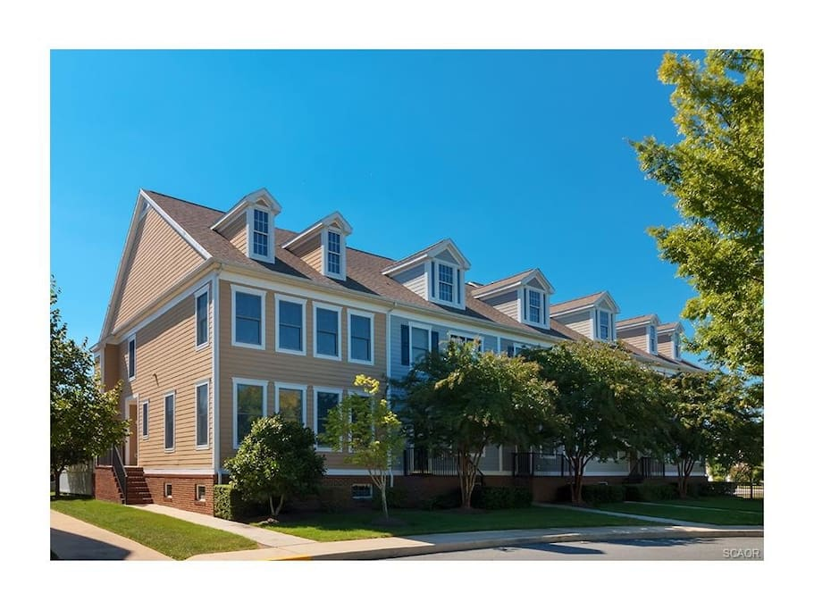 10 Village Green - Bright, Spacious, Immaculate & Private!