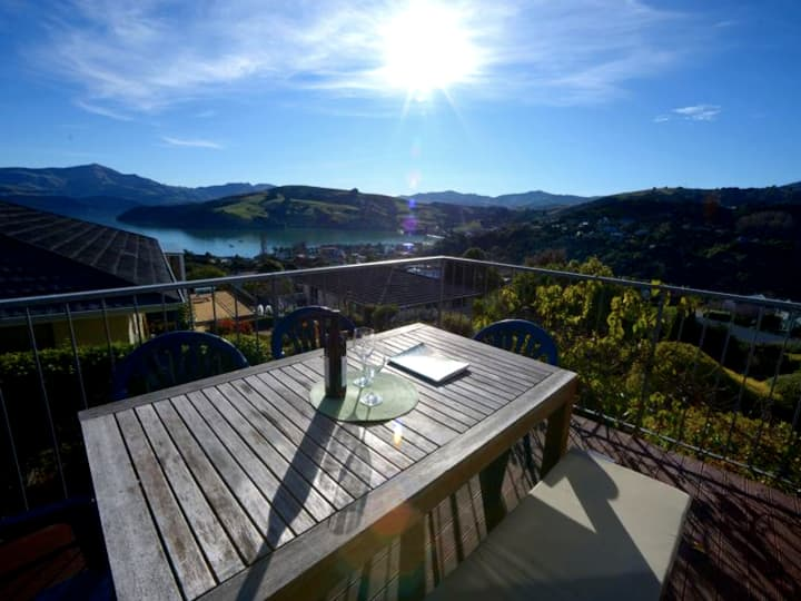 Akaroa Harbour View -chill out kiwi bach