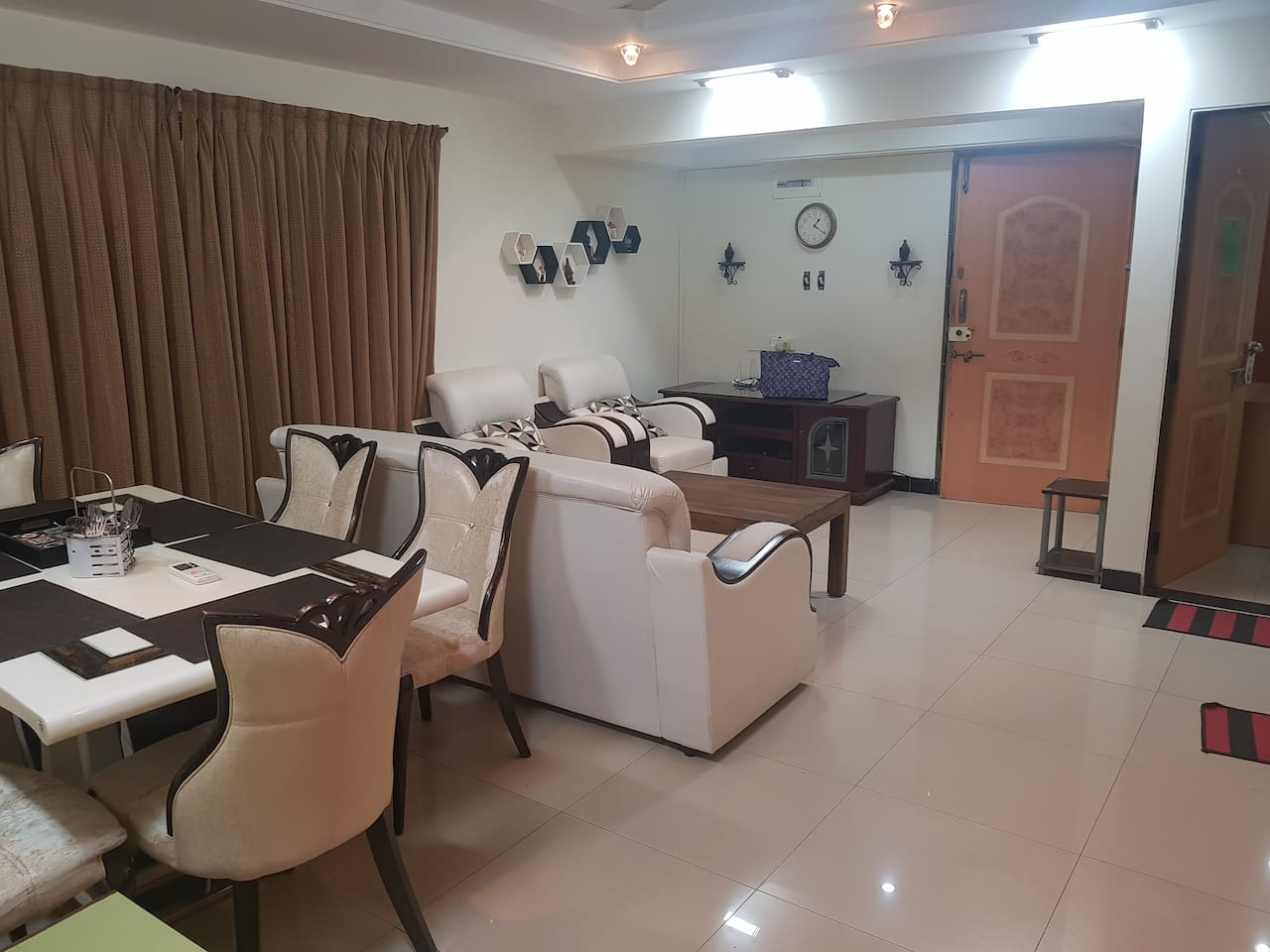 Spacious 3bhk near bandra bkc with functional  kitchen