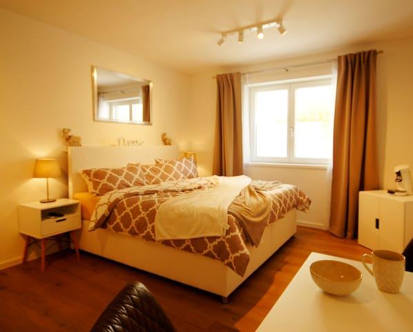 Neues stilvolles Zimmer mit Kuschelcharakter im UG
