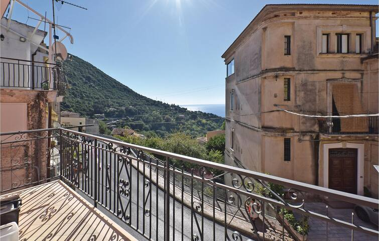 Holiday apartment with 2 bedrooms on 75 m² in Pisciotta (SA)