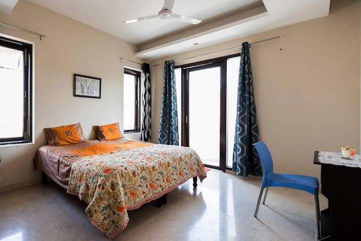 Peaceful private room @South Ext-2 - New Delhi