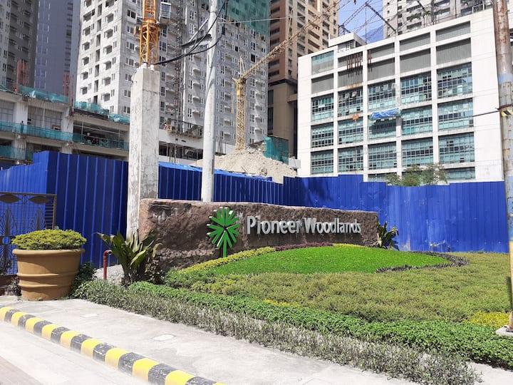 ALDAR 2 BR-Pioneer Woodlands Condominium