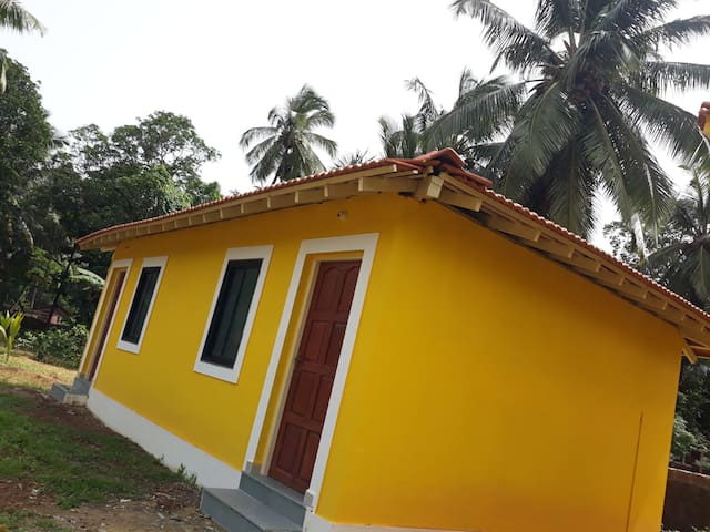 Quite,peaceful tiny house close to beach n resorts
