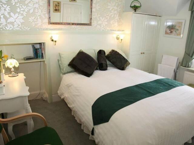 Cladda B&B Orchard Room 4*at an affordable price
