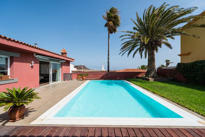 LUXURY VILLA HEATED PRIVATE POOL GC17 - Telde - Villa
