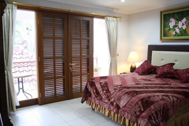 Jnr Suite Private Bath AC TV WIFI - Jakarta - Bed & Breakfast