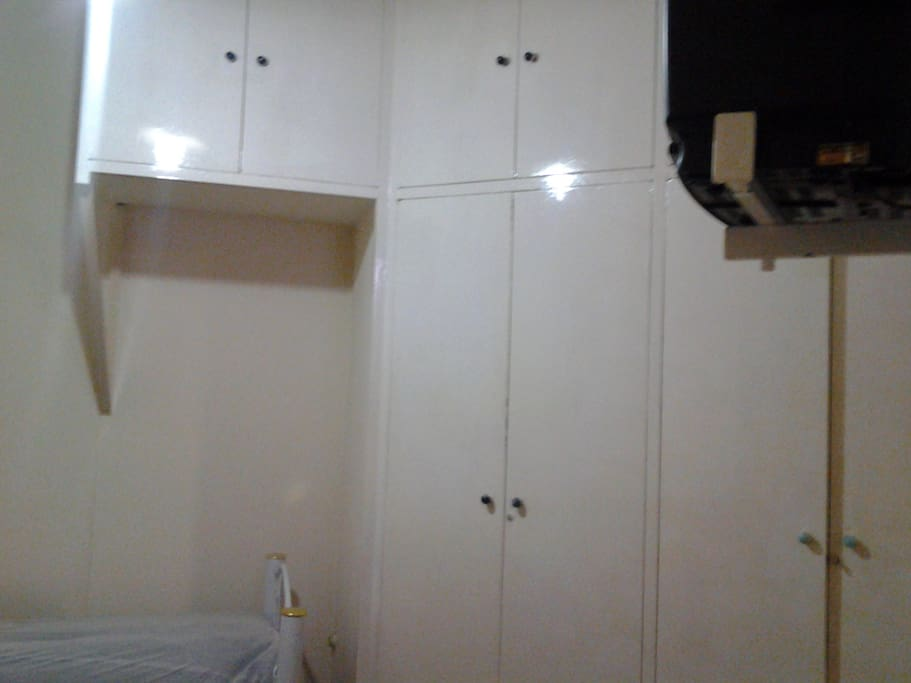 Armário embutido 4 portas e maleiro 6 portas