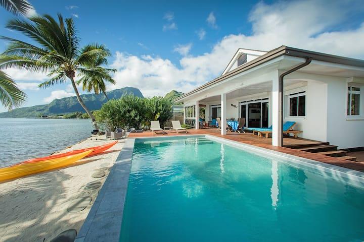 Villa TEPOE Moorea, en bord de lagon avec piscine