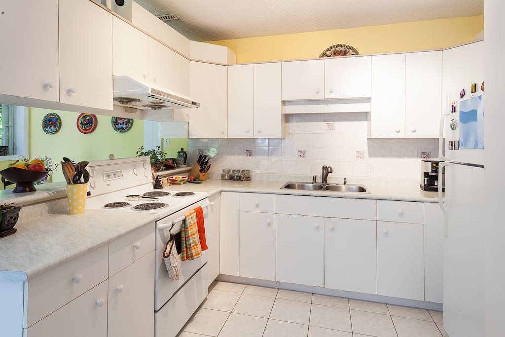 Bright spacious kitchen with all necessary appliances/utilities