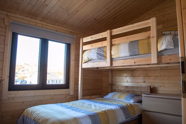 Bedroom with a high rise bed  pic : 1/3