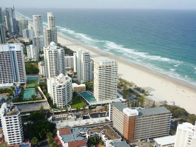 Absolute Beachfront! * Sleeps x 4 * XL Balcony * - Surfers Paradise - Apartment
