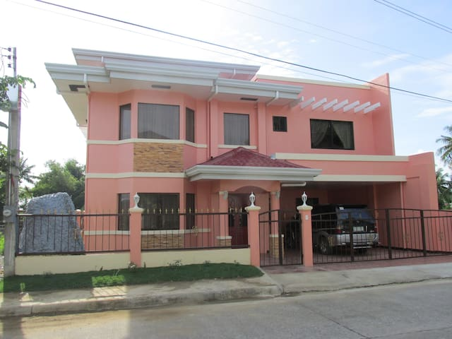 Vacation Peach House - Talisay City - House