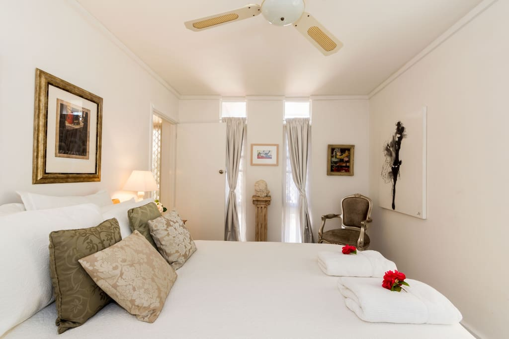 Large PRIVATE APARTMENT with large elegant master bedroom with quiet surroundings. Beautiful linen, air-conditioner and gas heating. Perfect for a romantic couples weekend or honeymoon. Guests off street parking on the Driveway.