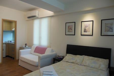 临近尖沙咀,闹中取静,生活设施其全,新装修精品公寓长/短租 - Hong Kong - Apartment