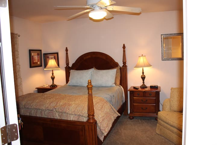 Queen bed, private bathroom, private entrance
