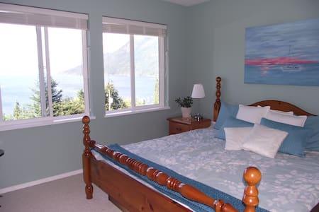 Pacific Peace Retreat Ocean Room - Sechelt