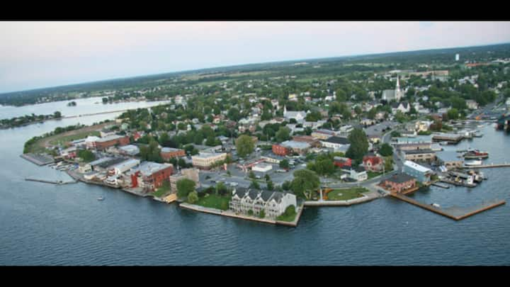 Maude Bouchard Vacation Rental- 1000 Islands