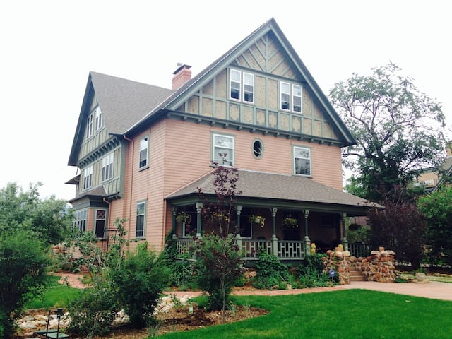 1 blk from CC, Historic Downtown - Colorado Springs - House
