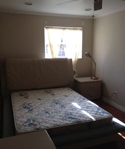 1 bedroom 1 bath Furnished - Monrovia - Casa