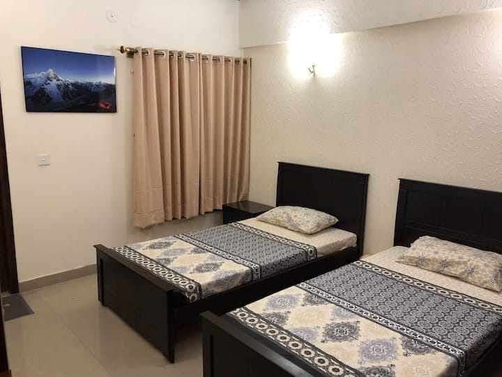 Tourist Twin bed Room
