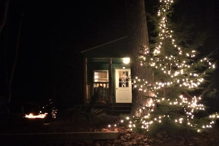 Cozy Cabin on 33 Private Acres White Mountains - Shelburne - Blockhütte