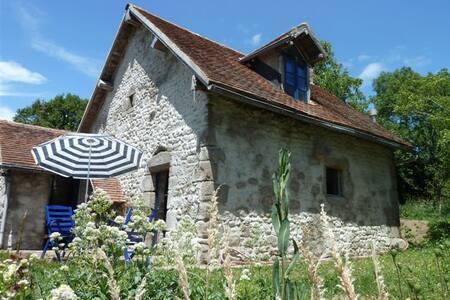 Gîte de charme/ Cosy Auvergne home - Beaune D'Allier - Casa nella roccia
