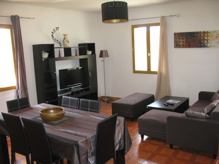 Maison de village pr s de porto houses for rent in osani for Salle a manger translation