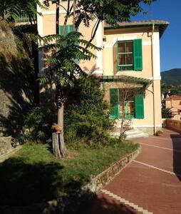 Villa liberty in collina a 20 min dal mare Sanremo