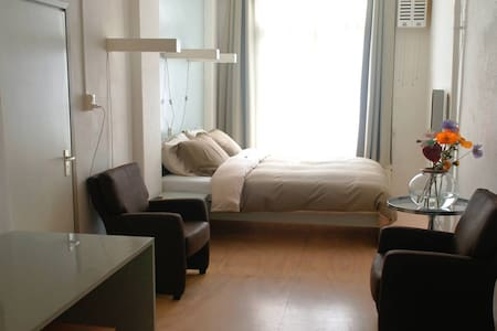 Bed and breakfast Easynuhman near van Gogh - Amsterdam - Bed & Breakfast